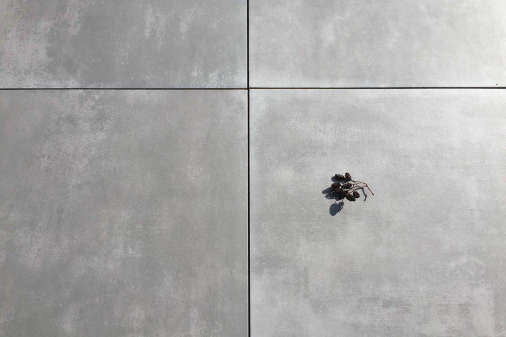 Terrassenplatten Feinsteinzeug Keramik anthrazit dunkelgrau Betonoptik